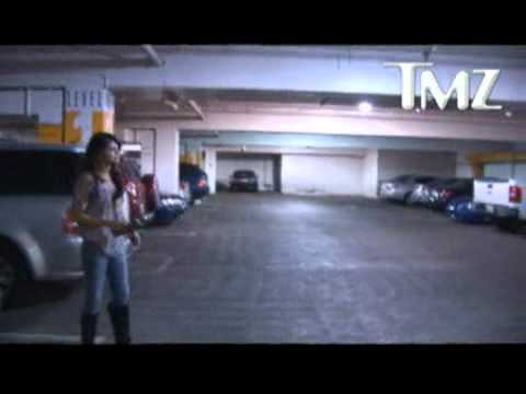 Cute Video! Justin Bieber Takes Selena Gomez to the Movies‎