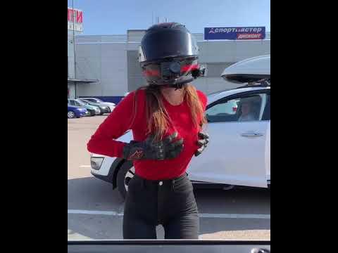 танцует на парковке #мототаня девушка на мотоцикле
