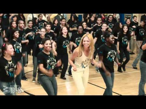Beyonce surprises students - Let s Move! Flash Workout for New York City