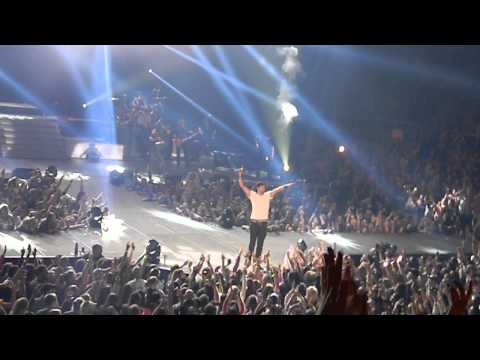 "Luke Bryan""Country Girl(Shake it For Me)""Morgantown, WV (3/24/13)"
