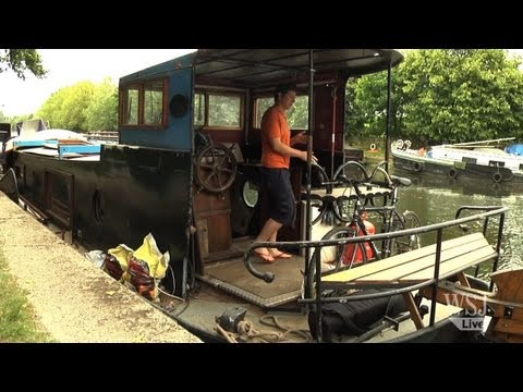 London Houseboat Residents Sent Downriver
