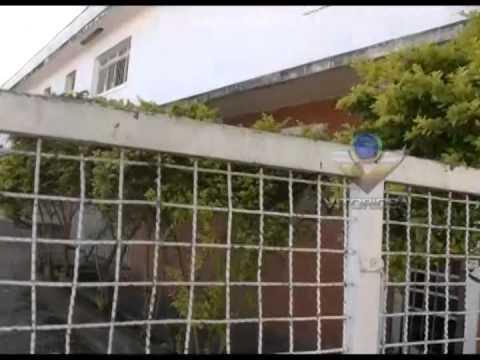 Moradores reclamam de barracão abandonado que serve de ponto de encontro de marginais