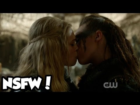 Live Reaction - The 100 Clarke And Lexa Kiss!! - Lesbian Makeout Moment! S02e14 video