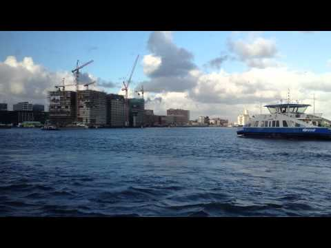 Amsterdam met de pont over het IJ