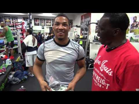 UFC fighter Kevin Lee collects bet winnings from Jeff Mayweather - IN DIMES!