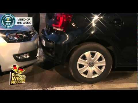 Homem bate recorde e estaciona na vaga mais apertada do mundo; assista - 08 08 2011.flv