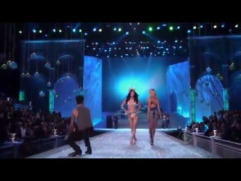 Maroon 5 - Moves Like Jagger At Victoria's Secret Fashion Show video