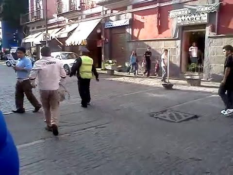 policia de puebla peleando