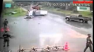 Pickup Truck is losing control and causes huge accident