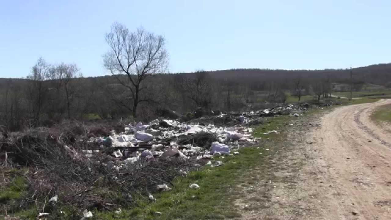 Підмихайля потопає у купах сміття. Відходи складені навіть неподалік храму
