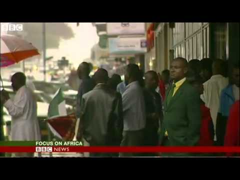 BBC News - Rare glimpse of Zimbabwe's President Robert Mugabe at home