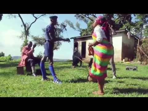 كليب أفريقي رائع جداً .رقص و كوميديا و موسيقى رائعة thumbnail