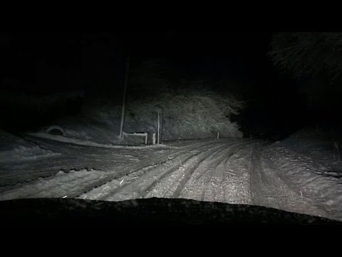 BMW X6 xDrive40d struggles on Snowy Mountain Road Night Run