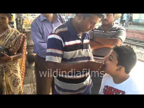 Roadside dentist works his magic on Rail station, Odd Jobs in India : wildindiafilms