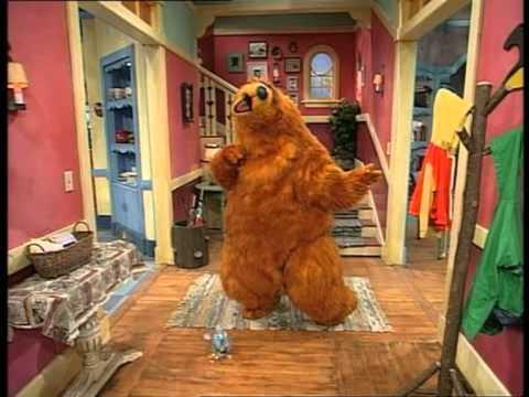 bruine beer in het blauwe huis 1