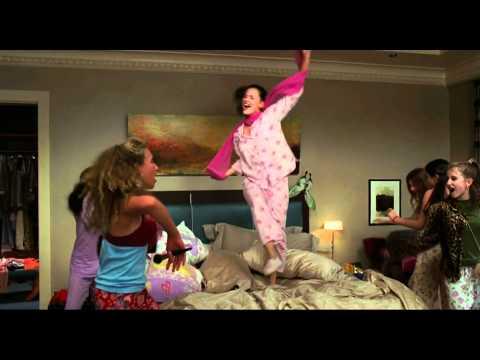 13 Going on 30 (Girls dancing on Pat Benatar - Love Is A Battlefield)