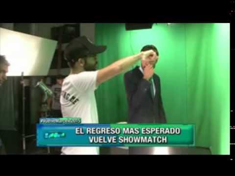 Marcelo Tinelli y su personificación de Forrest Gump en la grabación de la apertura de ShowMatch