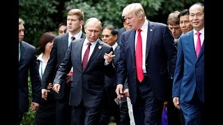 Putin & Trump chat casually before photo opp at APEC