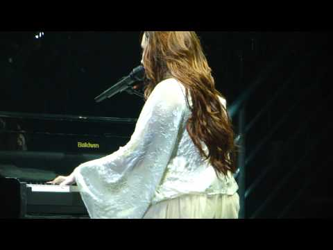 Demi Lovato-skyscraper Chicago 12 3 11 (crying During Her Speech And While Singing) video