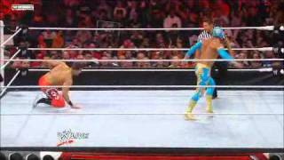 Sin Cara VS Primo - WWE - RAW 04/11/11