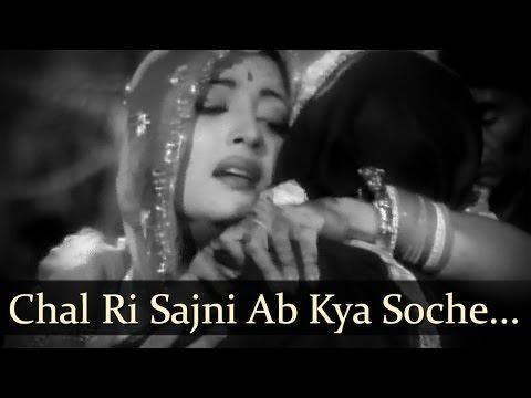 Bombai Ka Babu - Chal Ri Sajni Ab Kya Soche - Mukesh video