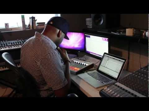 Ski Beatz making a beat with new vocal samples series