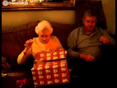 Реакция бабушки на неожиданный подарок