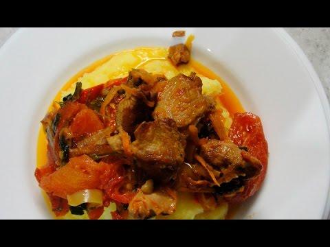 Cвинина с овощами на сковороде