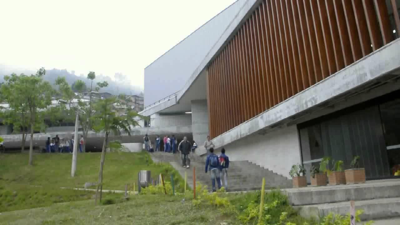 Colegio en santo domingo savio medell n obranegra for Plantas de colegios arquitectura
