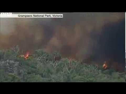 Bushfires rage in Australian heatwave