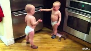 Khi trẻ sơ sinh cãi nhau :))