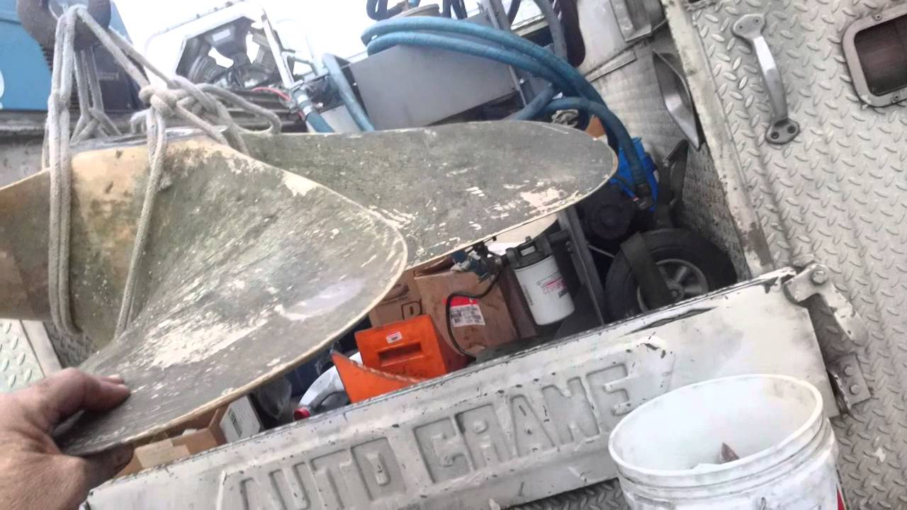 55 foot fishing vessel  picking and loading the propeller