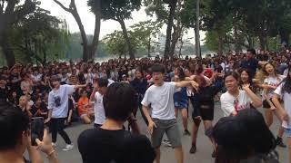 Kpop random play dance in public   Vietnam