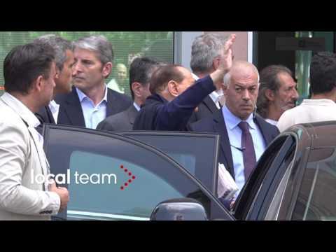Silvio Berlusconi lascia l'ospedale San Raffaele