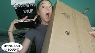 What is in these BOXES?! Mystery UNBOXING... (Kylie Cosmetics, Mystery Box ) | Shopping & Hauls