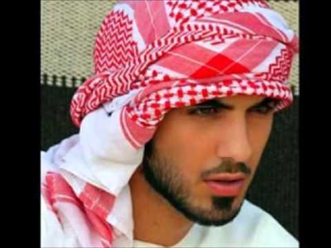 Hombre Expulsado de Arabia Por Ser Guapo