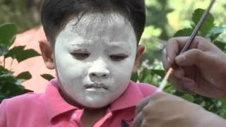 Đứa bé khóc thét khi bị hóa trang thành chú hề| Cha con hợp sức - tập 79