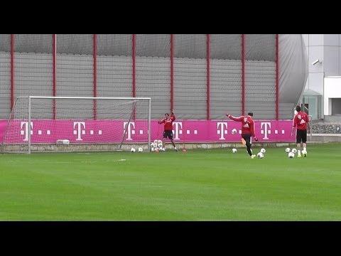 Bastian Schweinsteiger and Mario Mandzukic freekick skills | FC Bayern Munich