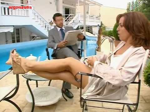 alina kwtsovoulou sexy legs