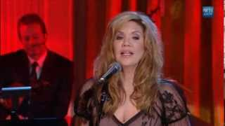 """Alison Krauss performs """"When You Say Nothing At All"""" 