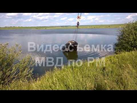 В Мордовии подняли со дна водоема иномарку с двумя трупами