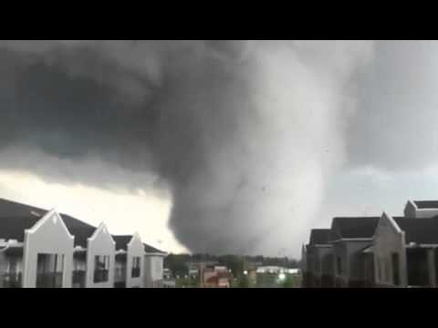 Amazing Shot Of 4 27 2011 Alabama Tornado