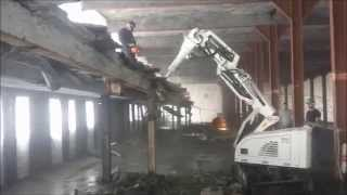 Video RDC 2220 with hammer demolition of a roof