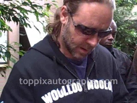 Russell Crowe - Signing Autographs at his NYC Hotel