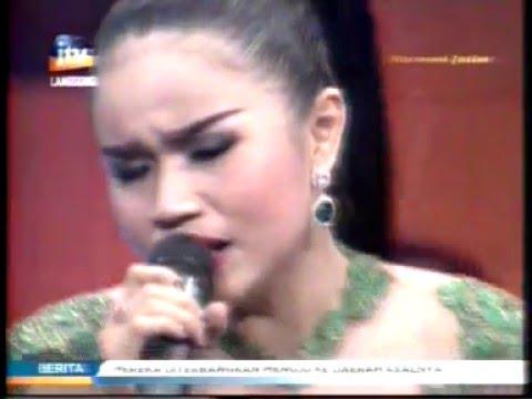"Indria Nendra ""Hitam Putih Dunia Cinta"" @stasiun_dangdut @JTV_rek #JTV"