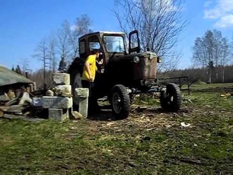 Tractor T-40 startup with starter engine