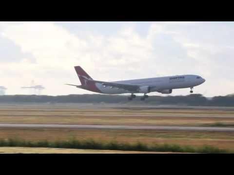 Qantas A330 landing - BNE