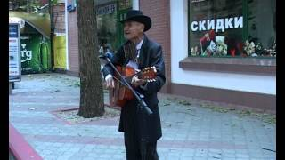 "улица Данченко на видео в Керчи: Романс ""Ивушки"" на улице Керчи - Russian romance (the street musician) (автор: Avtorstudio)"