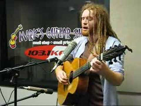 "Newton Faulkner: ""Dream Catch Me"""