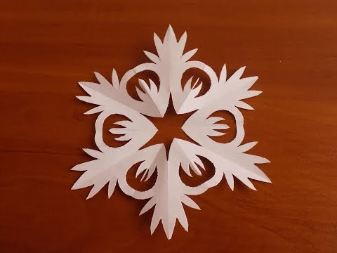 как сделать легкие снежинки из бумаги видео